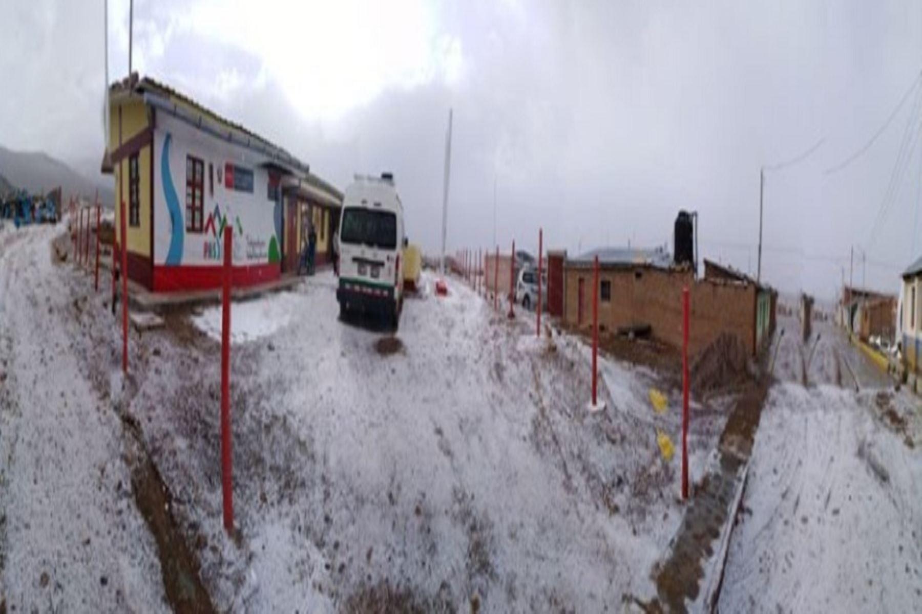 Nevadas en Tacna afectan el tránsito en las vías de la región.
