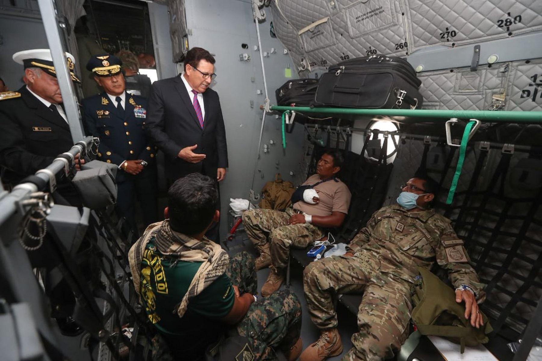 Llegan los militares heridos en enfrentamiento contra terroristas en el Vraem.