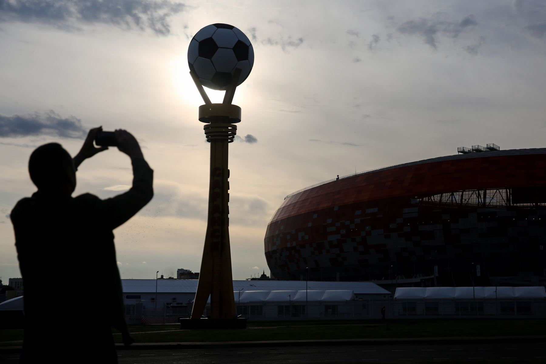 Vista del atardecer del estadio Mordovia Arena en la ciudad de Saransk (Rusia), donde tendrá lugar el duelo de Perú y Dinamarca. Foto: Efe.