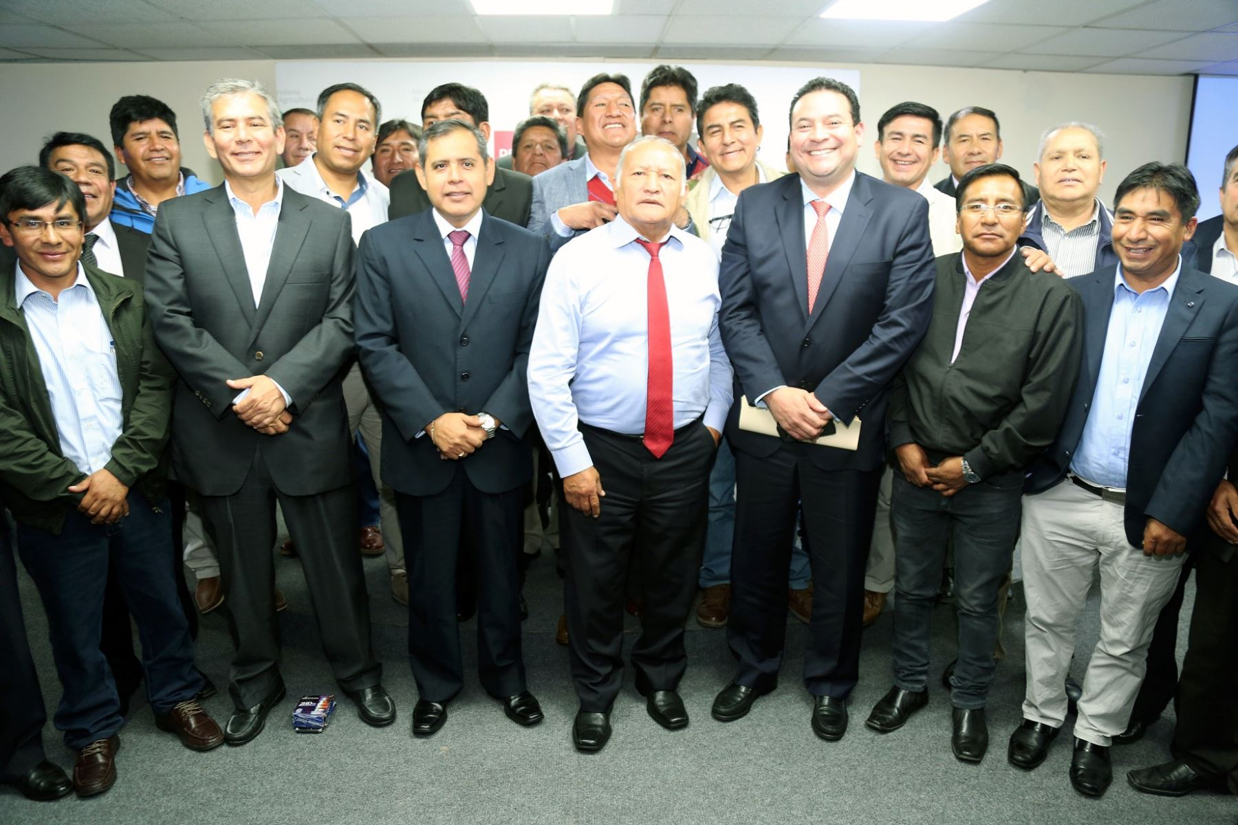 Se firmaron los convenios con las autoridades del Gobierno Regional de Piura y Moquegua, además de 21 municipios.