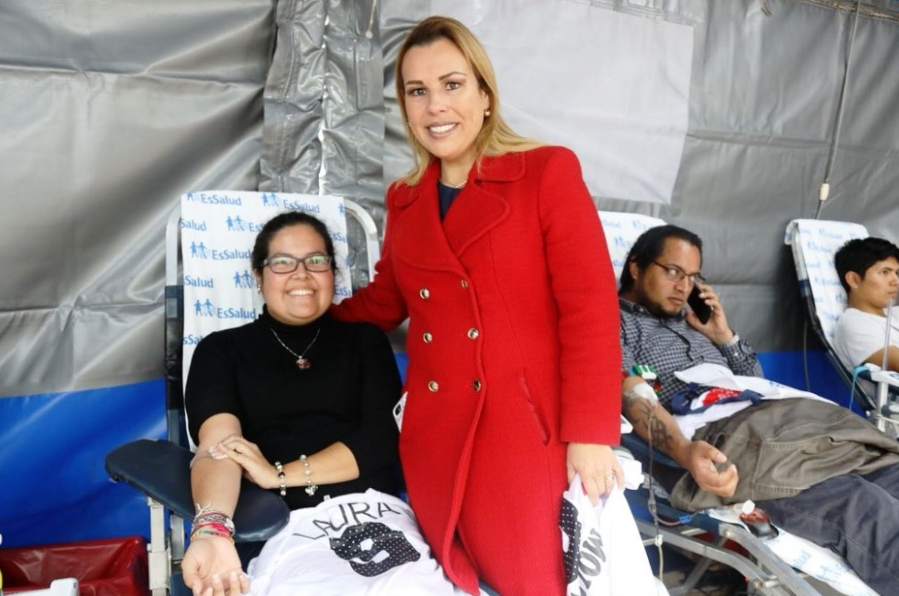 Laura Peláez Olivos junto a la presidenta de EsSalud, Fiorella Molinelli. Foto: ANDINA/Difusión.