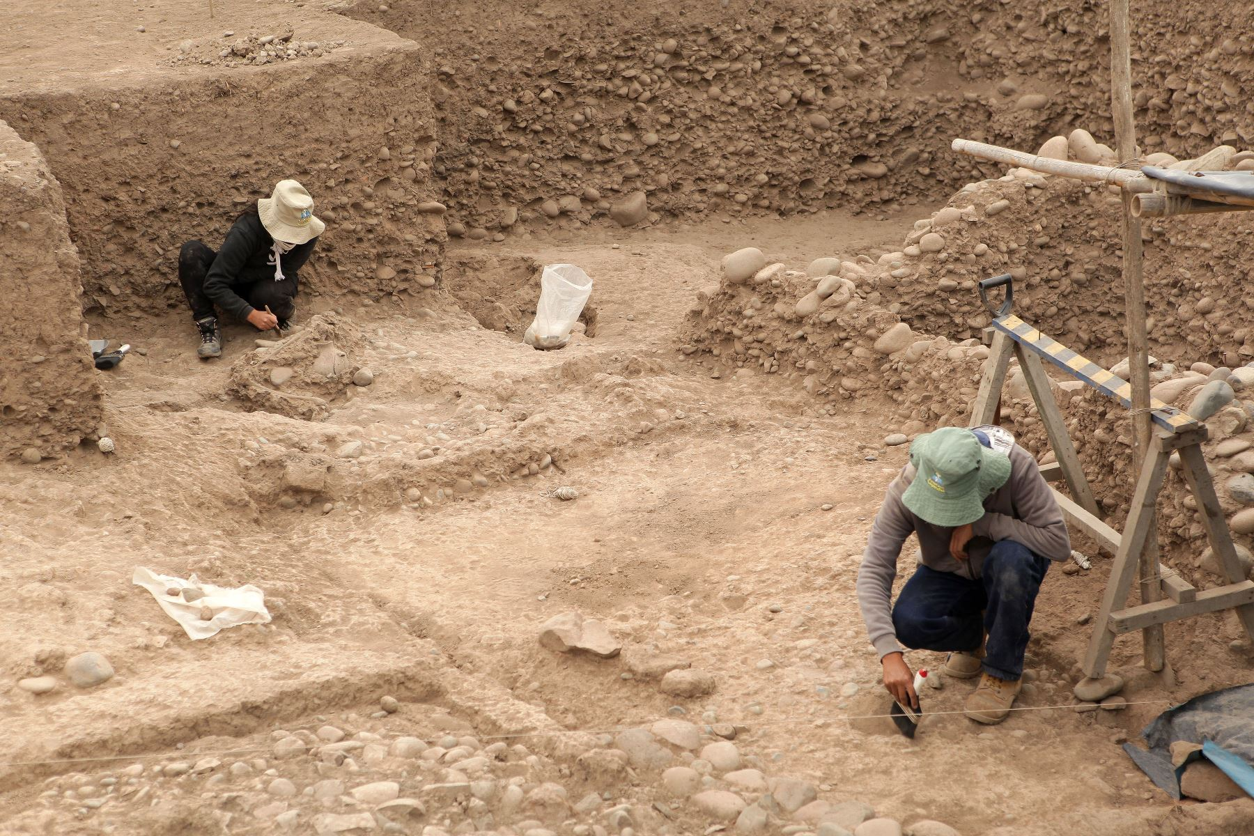 Presentan nuevos entierros humanos fueron descubiertos en la parte baja de la Huaca El Rosal, en el Complejo Arqueológico de Maranga. Foto:ANDINA/Héctor Vinces.