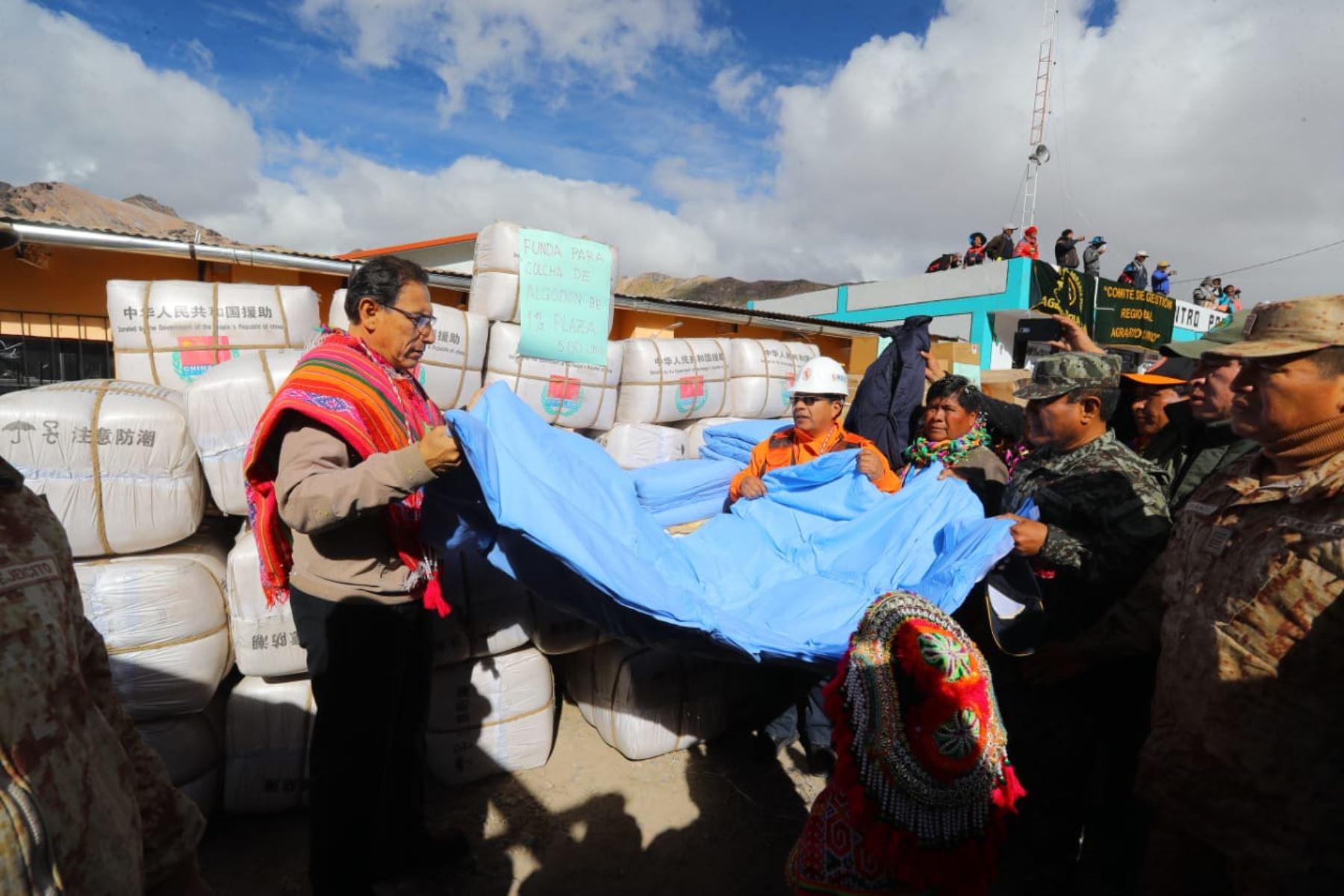 Presidente de la República Martín Vizcarra, inicia entrega de ayuda por heladas en Puno. Foto: ANDINA/Prensa Presidencia