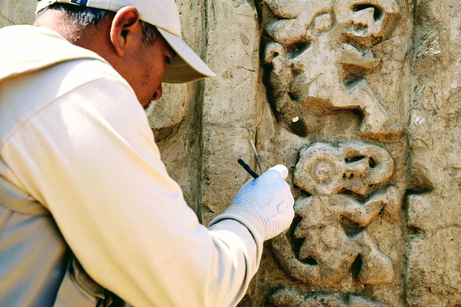 Resaltan el hallazgo de murales en altorrelieve en Chan Chan. ANDINA/Luis Iparraguirre