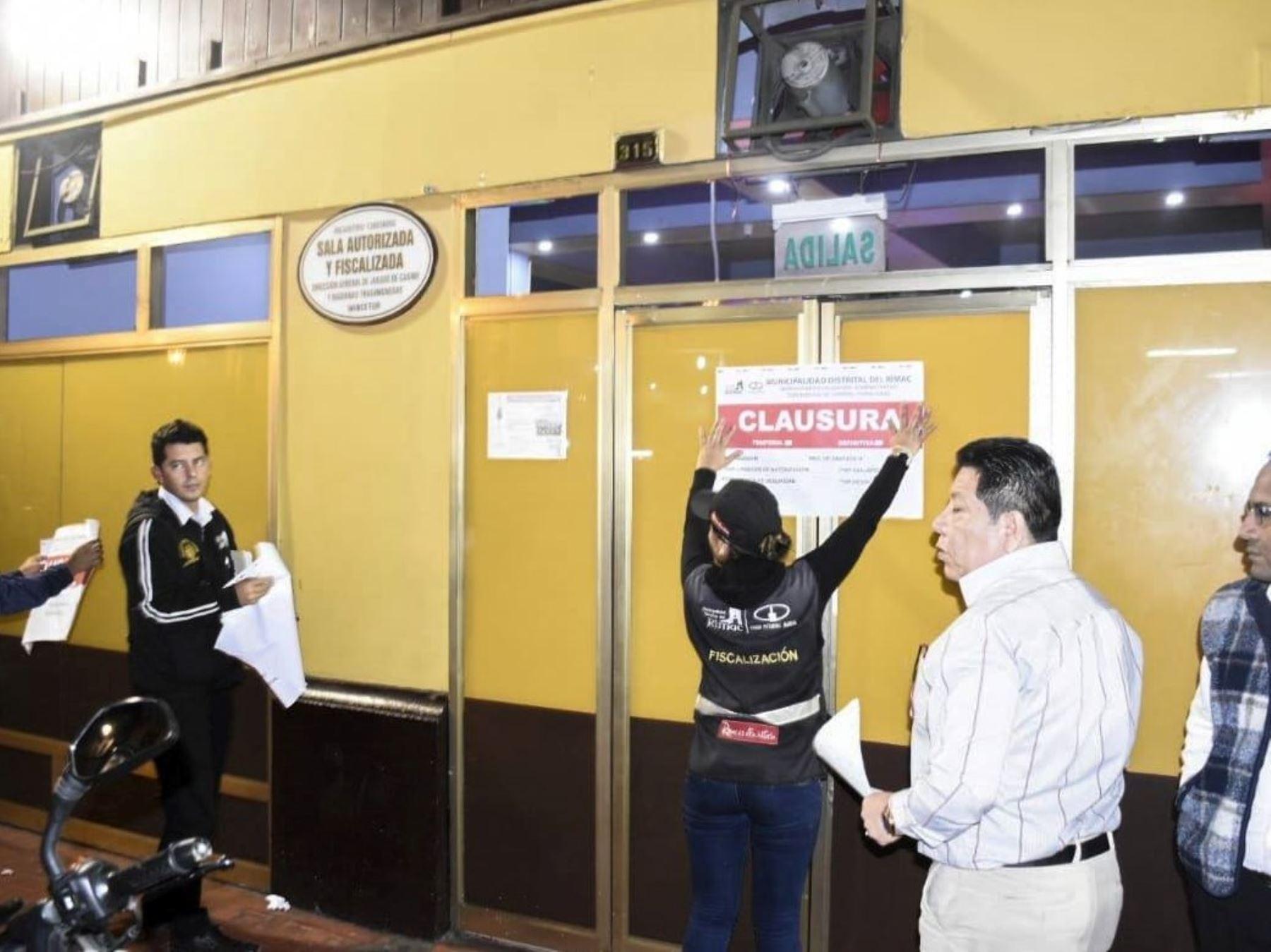Operativo inopinado en Rimac, municipio clausura cinco locales nocturnos.
