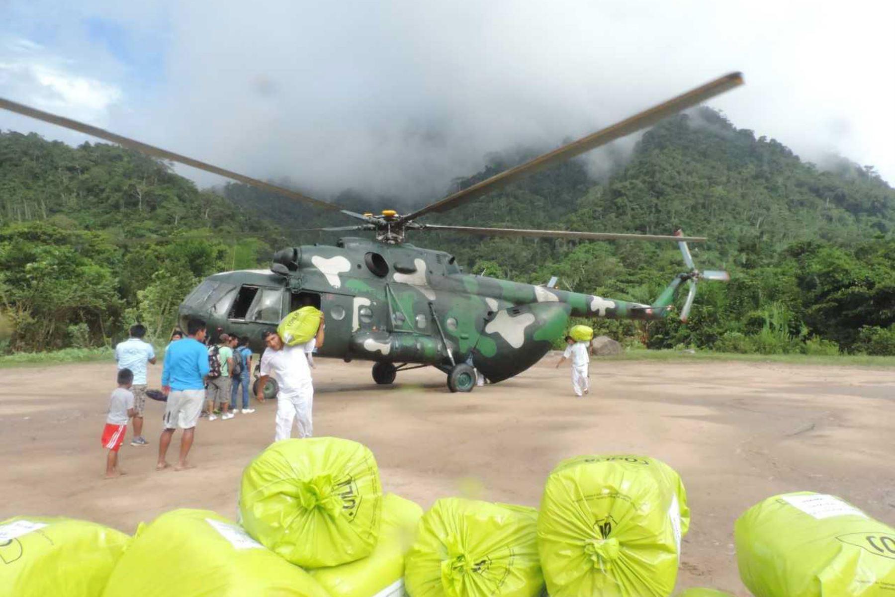 El Ministerio de Desarrollo e Inclusión Social (Midis), a través del Programa Nacional de Alimentación Escolar Qali Warma, inició el reparto de la tercera entrega de alimentos, mediante vuelos en helicóptero a las instituciones educativas de comunidades indígenas de las provincias fronterizas de Bagua y Condorcanqui, en la región Amazonas.