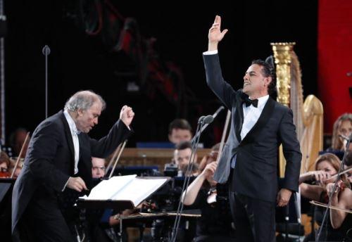 Juan Diego ahora en disco con temas de Navidad. AFP