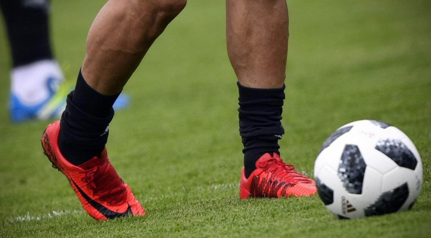 differently 15f38 7d5c9 Selección de Irán se quedó sin su calzado oficial por restricciones de  Estados Unidos a su