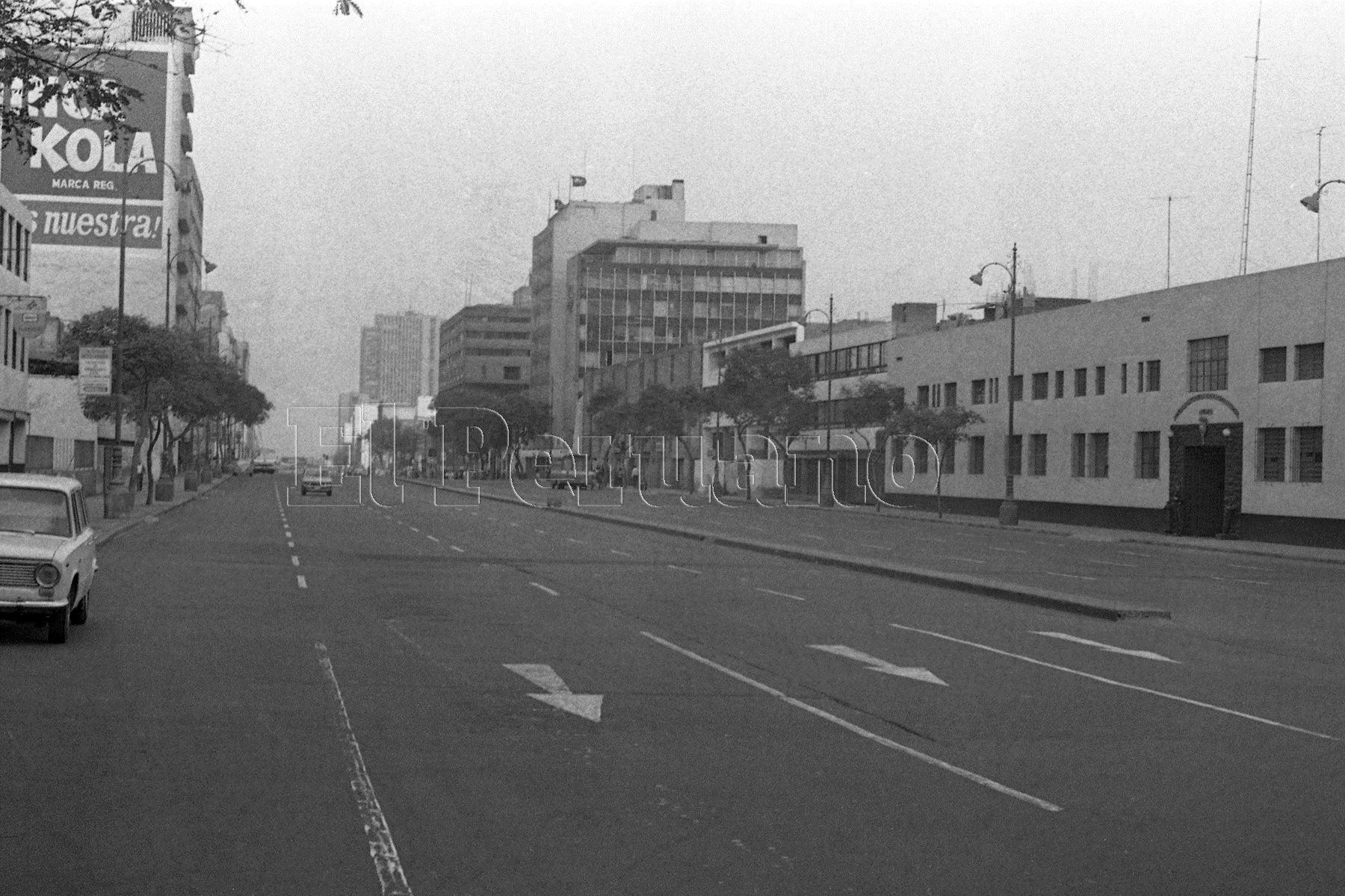 La avenida Abancay en momentos que se jugaba el partido entre Perú e Camerún en España 82. Foto: ANDINA/archivo