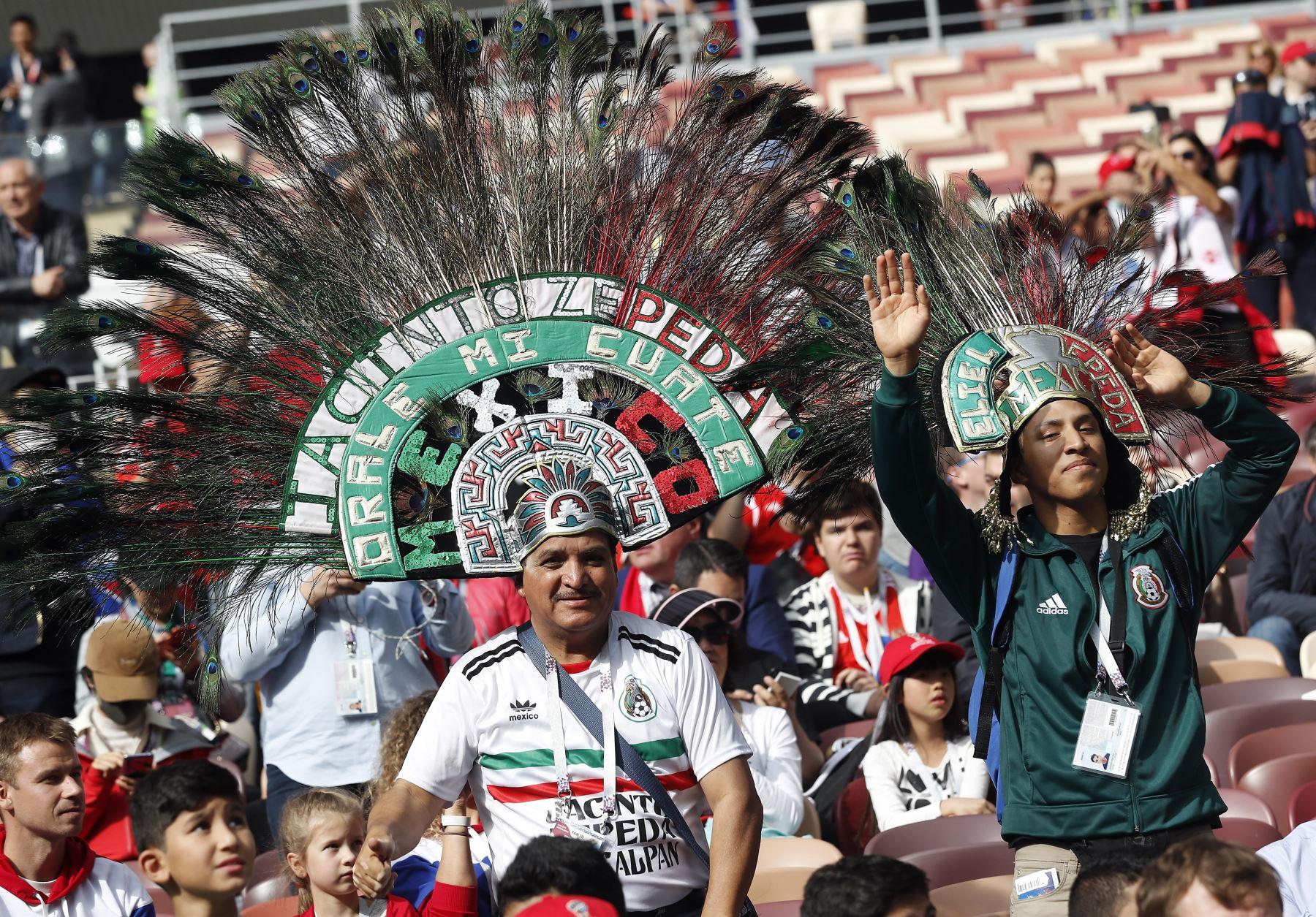 Partidarios de México antes del partido de la Copa Mundial de la FIFA 2018 Un partido de fútbol preliminar entre Rusia y Arabia Saudita en Moscú. Foto: EFE