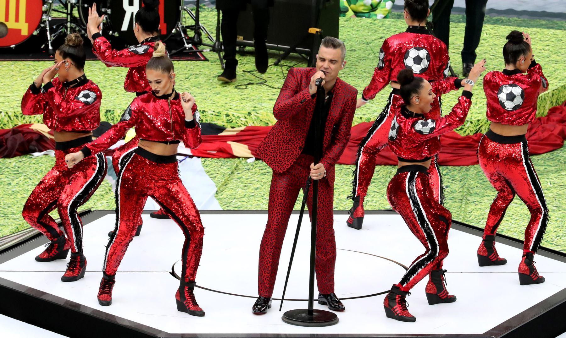 El cantante inglés Robbie Williams se presenta durante la ceremonia de apertura antes del partido de la Copa Mundial de la FIFA 2018 Un partido de fútbol preliminar entre Rusia y Arabia Saudita en Moscú, Rusia. Foto: EFE