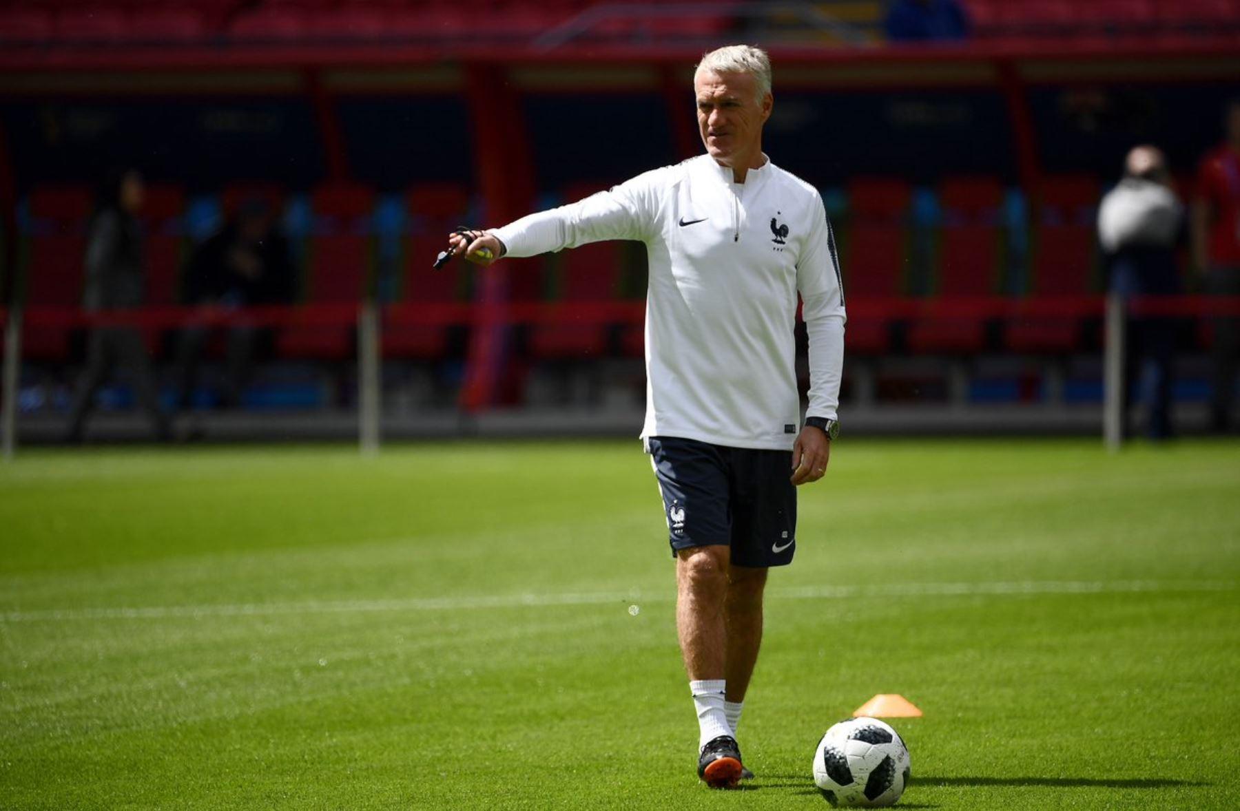 Deschamps seguirá al frente de los Bleus, asegura presidente del fútbol francés