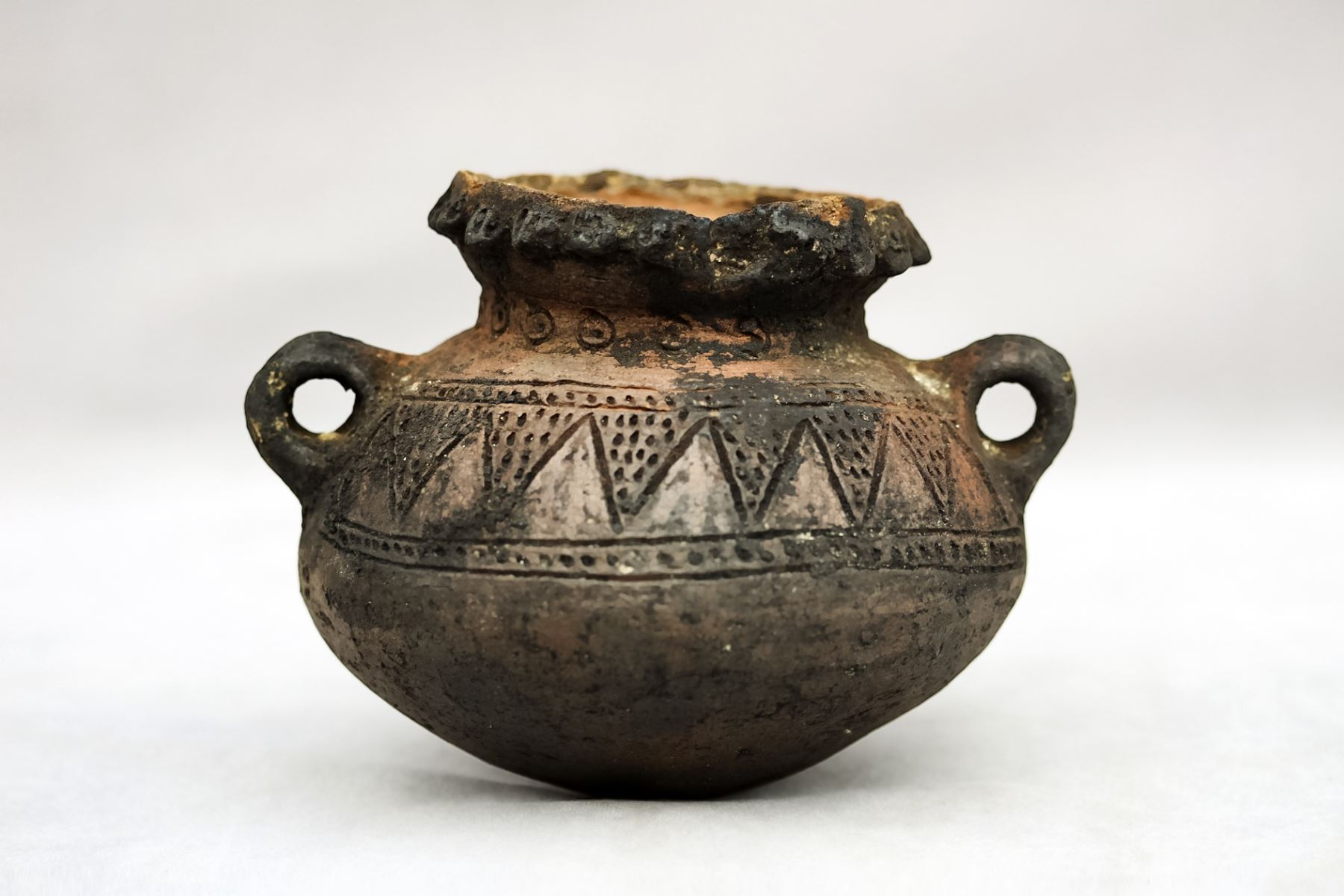 Cerámica de la cultura Casma hallada en el sitio arqueológico de Manchán