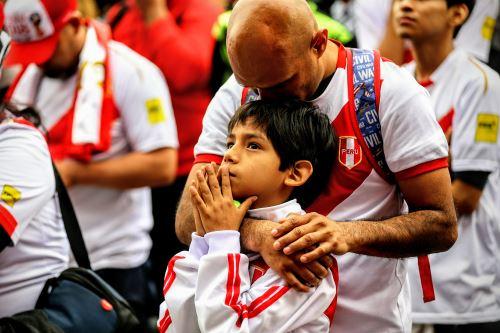 Hinchas peruanos se lamentan por eliminación de la selección en el mundial de Rusia