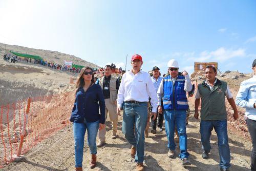 Presidente Martin Vizcarra inspecciona las obras de mejoramiento y ampliación del sistema de agua potable de Camaná-Arequipa
