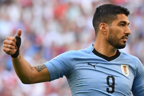 Luis Suárez anota el primero para Uruguay ante Rusia