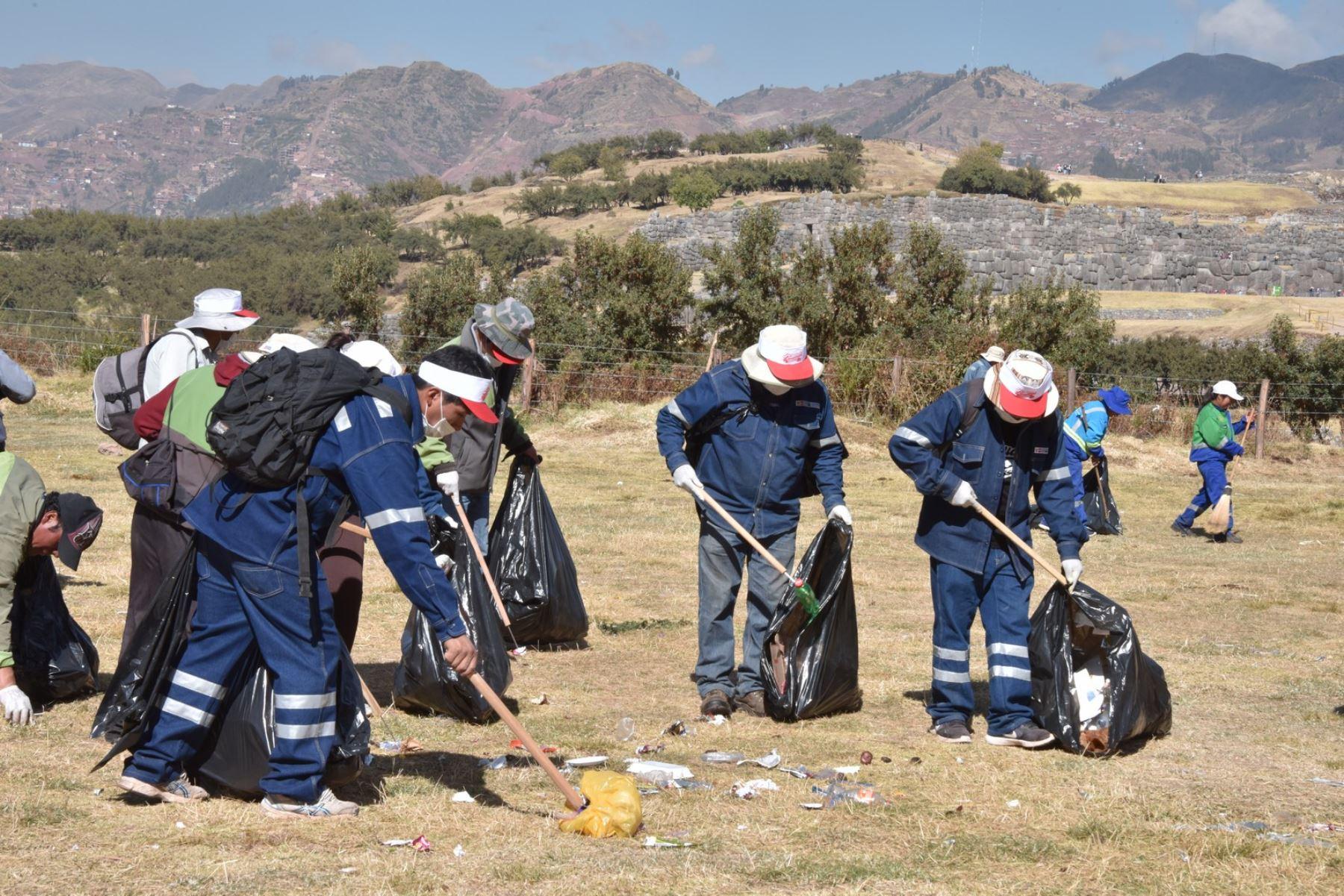 Celebración de la fiesta del Inti Raymi dejó 35 toneladas de basura en parque arqueológico Sacsayhuamán, en Cusco. ANDINA/Percy Hurtado