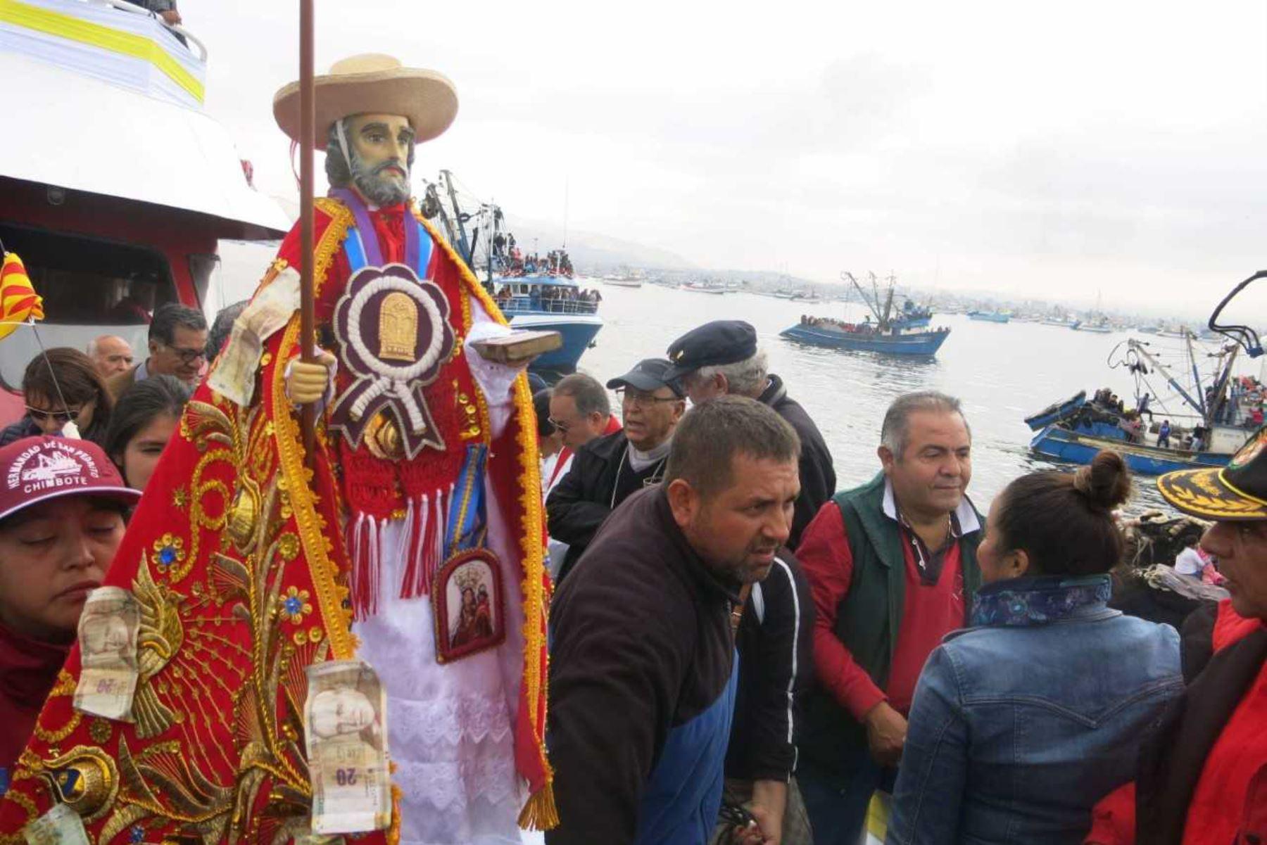 """La tradicional fiesta patronal de Chimbote en honor a """"San Pedrito"""" ha sido declarada de """"interés nacional"""" por la mayoría del pleno del Congreso de la República.ANDINA/Difusión"""