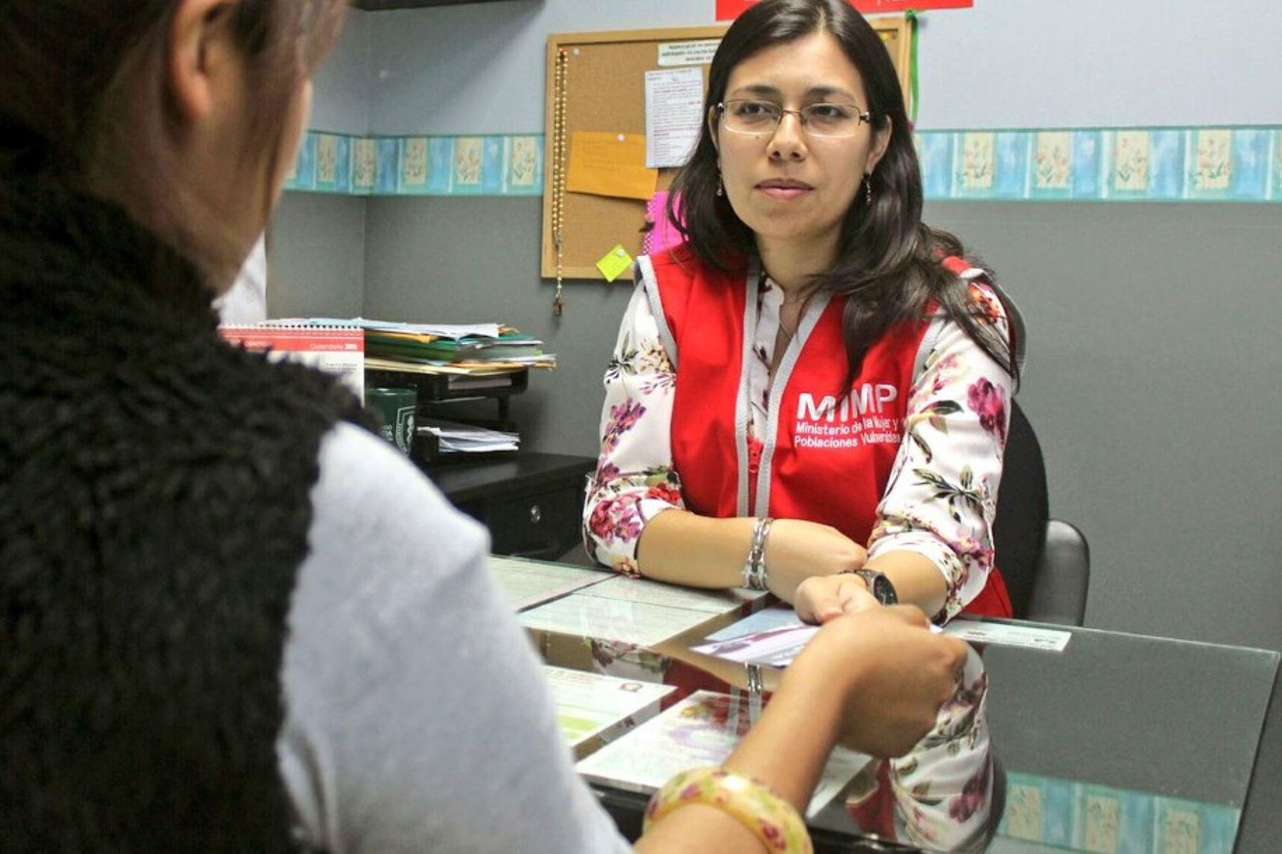 El Ministerio de la Mujer y Poblaciones Vulnerables (MIMP) brinda atención social, psicológica y legal a Juana Mendoza Alva, quien fue quemada por un sujeto cuya identidad se encuentra en investigación policial, en la ciudad de Cajamarca.