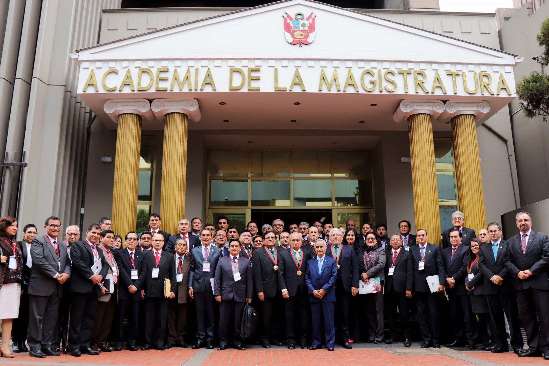 Convención con decanos de las facultades de Derecho de las universidades del país se reunieron en la AMAG.