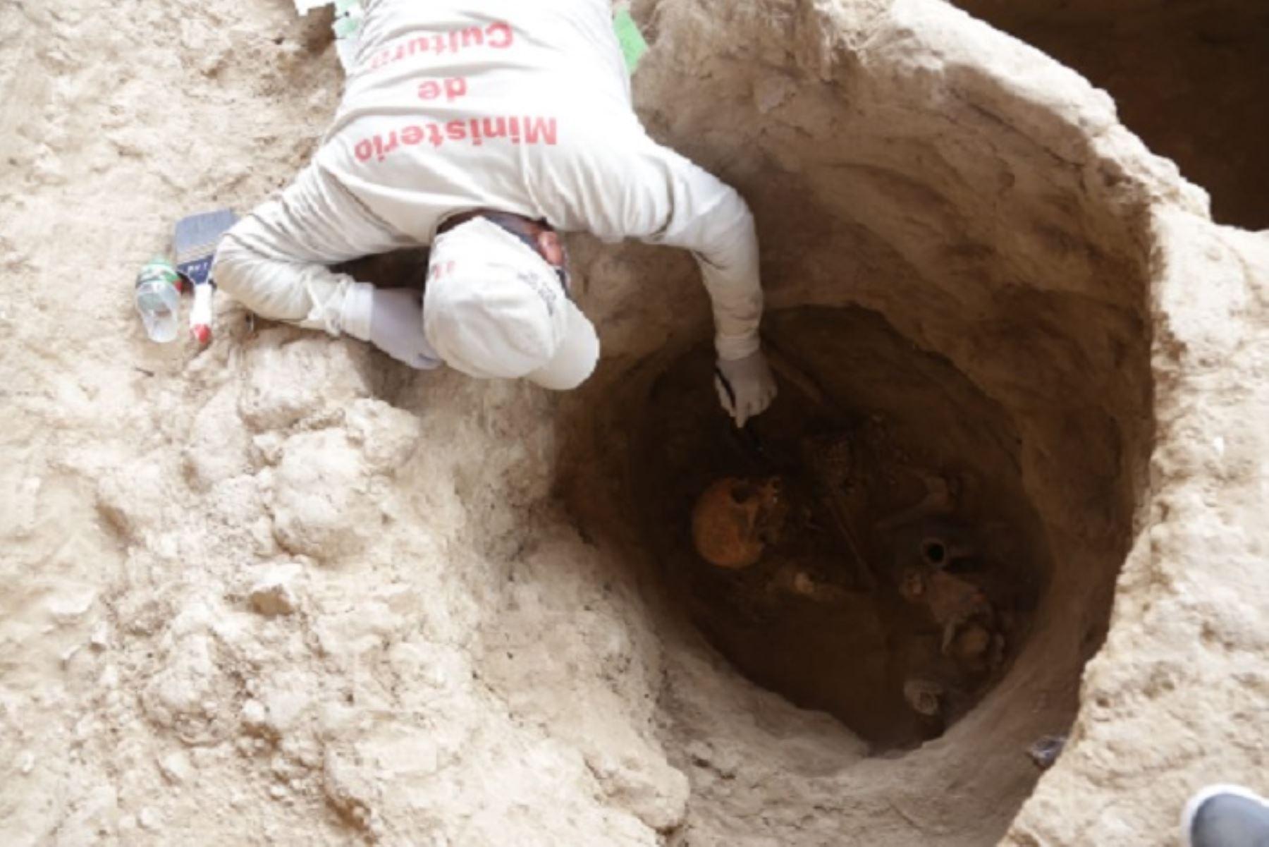 De los 24 entierros humanos hallados en Huaca Las Abejas del complejo arqueológico Túcume, en la región Lambayeque, cuatro pertenecerían a la nobleza de la cultura Inca y su corte, es decir 1,400 años para adelante.