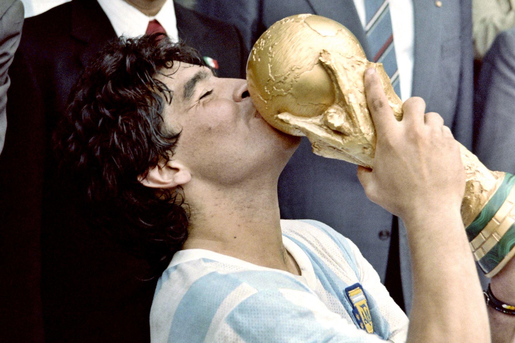 Muchas discusiones sobre quién fue el mejor de la historia. Pero nadie discute la importancia del 10 con la selección de Argentina. ANDINA/archivo