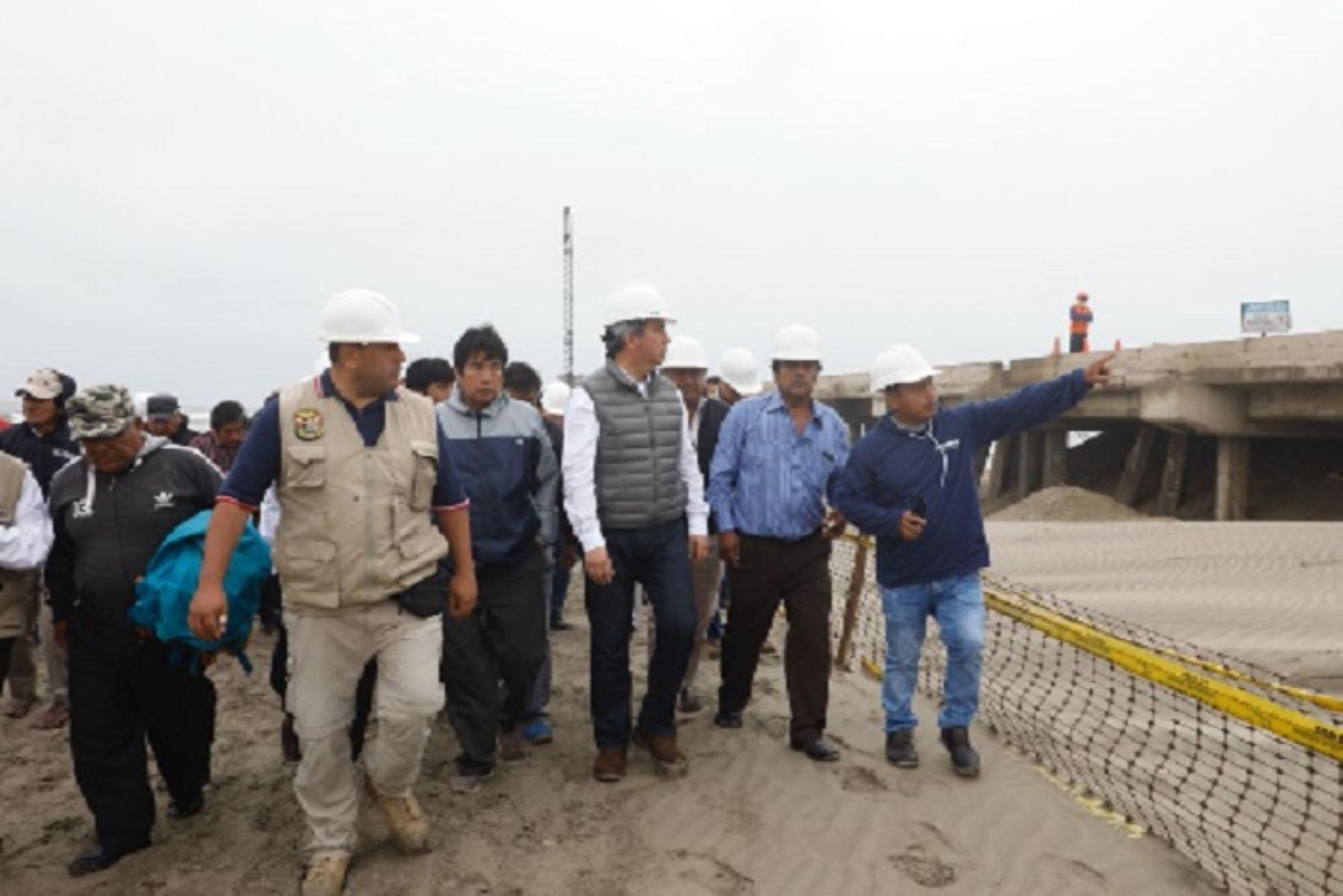 Ministro de la Producción, Raúl Pérez-Reyes, supervisa las obras que se vienen ejecutando en el Desembarcadero Pesquero Artesanal (DPA) de San José, en la región Lambayeque, cuyos trabajos de construcción demandan una inversión de S/ 32`240 329.53 soles