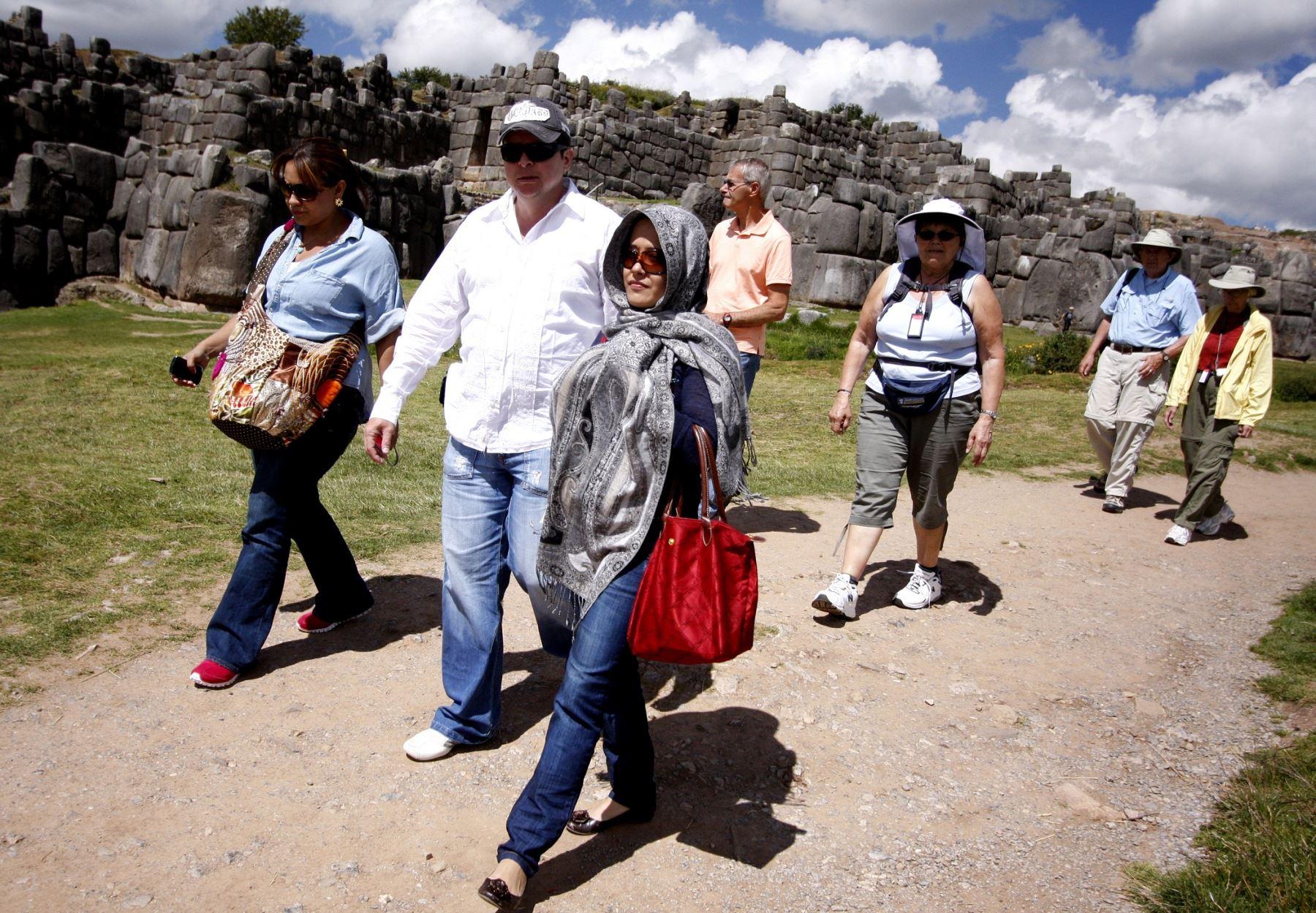 El Parque Arqueológico Sacsayhuamán es un titánico complejo con varias construcciones, con lagunas sagradas y numerosos templos ceremoniales, alberga 33 sitios arqueológicos.  Foto: ANDINA/Percy Hurtado