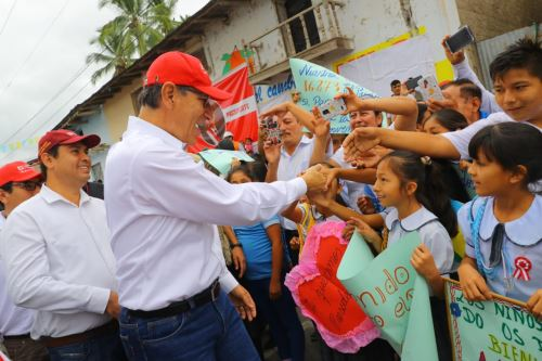 Jefe de Estado Martín Vizcarra inspecciona obras en la carretera Bagua- La Peca en la región Amazonas