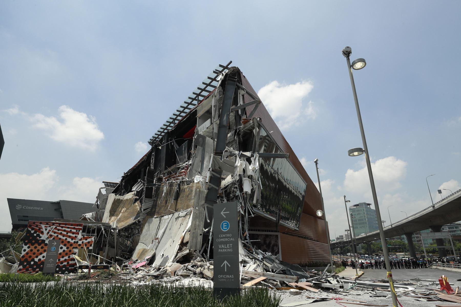 Derrumbe en centro comercial en México. Foto: Efe.