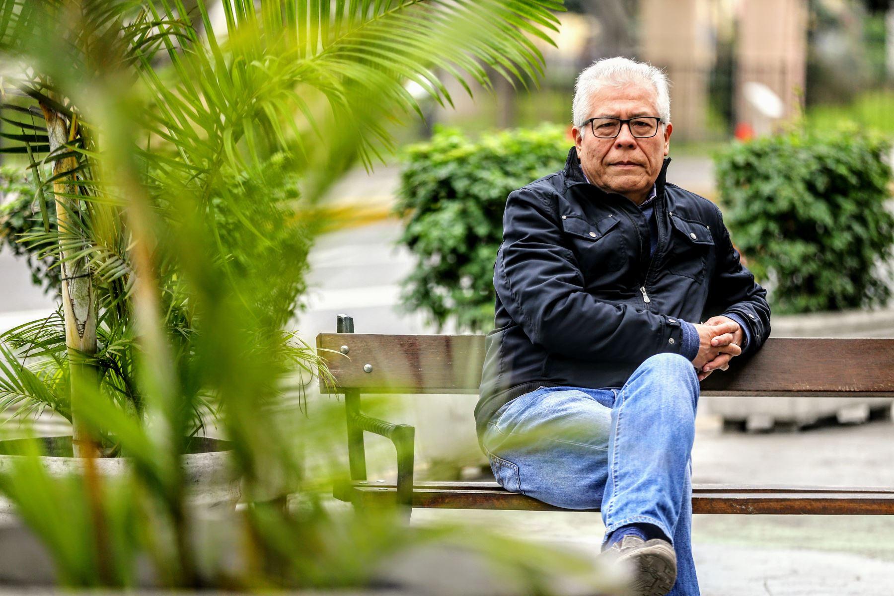 """""""Kike"""" Sánchez Hernani ha lanzado su nueva antología poética en Estados Unidos. Foto: ANDINA/Luis Iparraguirre"""