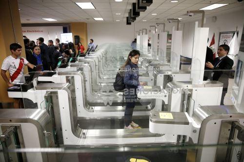 Activan puertas electrónicas en Aeropuerto Internacional Jorge Chávez