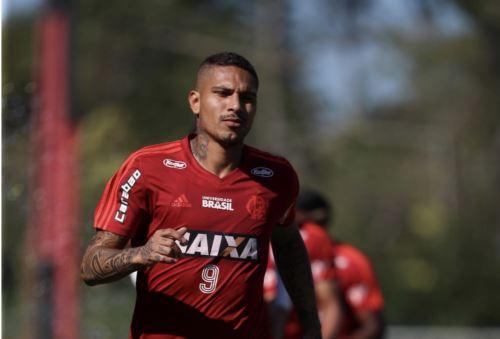 El delantero peruano Paolo Guerrero puede jugar para su club brasileño Flamengo