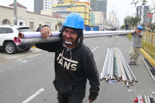 Realizan trabajos para la Parada Militar en la avenida Brasil