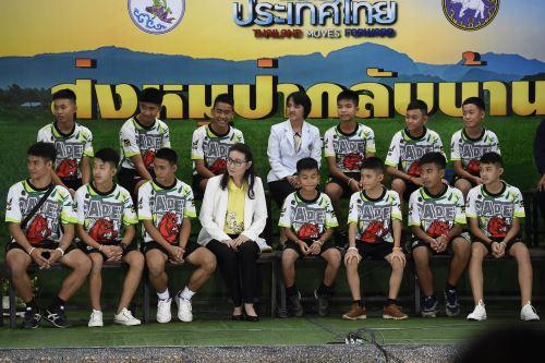 """Tailandia: niños atrapados en cueva aseguran que fue un """"milagro"""" poder salir"""