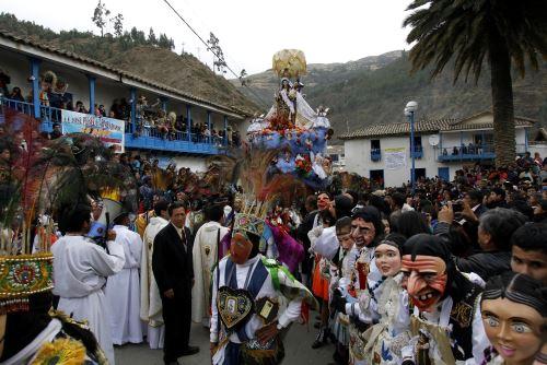 Miles de fieles católicos visitaron a la Virgen del Carmen de Paucartambo
