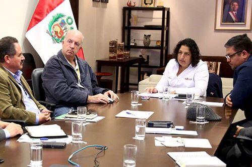 Las autoridades de la región Ica sostuvieron una reunión con la ministra del Ambiente, Fabiola Muñoz, en la cual ratificaron su compromiso de impulsar el Mecanismo de Retribución por Servicios Ecosistémicos, a fin de aportar con una gestión integral del agua en beneficio de la Mancomunidad Regional Huancavelica-Ica.