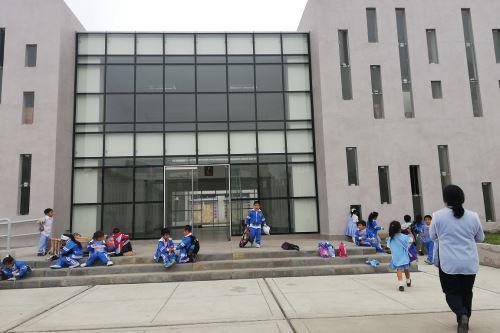 Escolares de Nuevo Chimbote, en Áncash, se benefician con moderno colegio emblemático. ANDINA