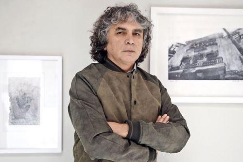 Jorge Vela Damonte en la muestra de grabados en el Museo Gráfico de Editora Perú.