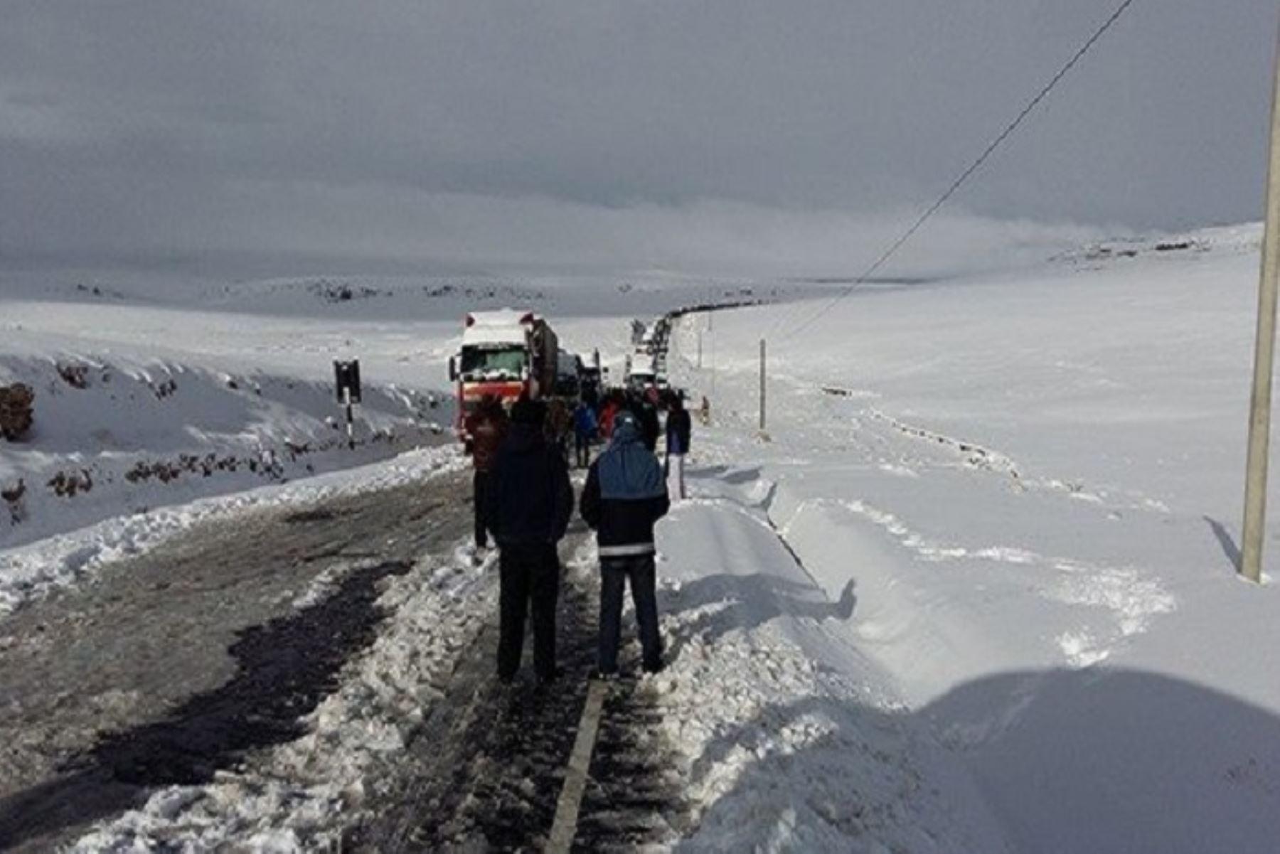 mañana se presentarán nevadas intensas en las zonas altas, las cuales podría superar los 20 centímetros de altura, generando algunos inconvenientes en el tránsito vehicular .
