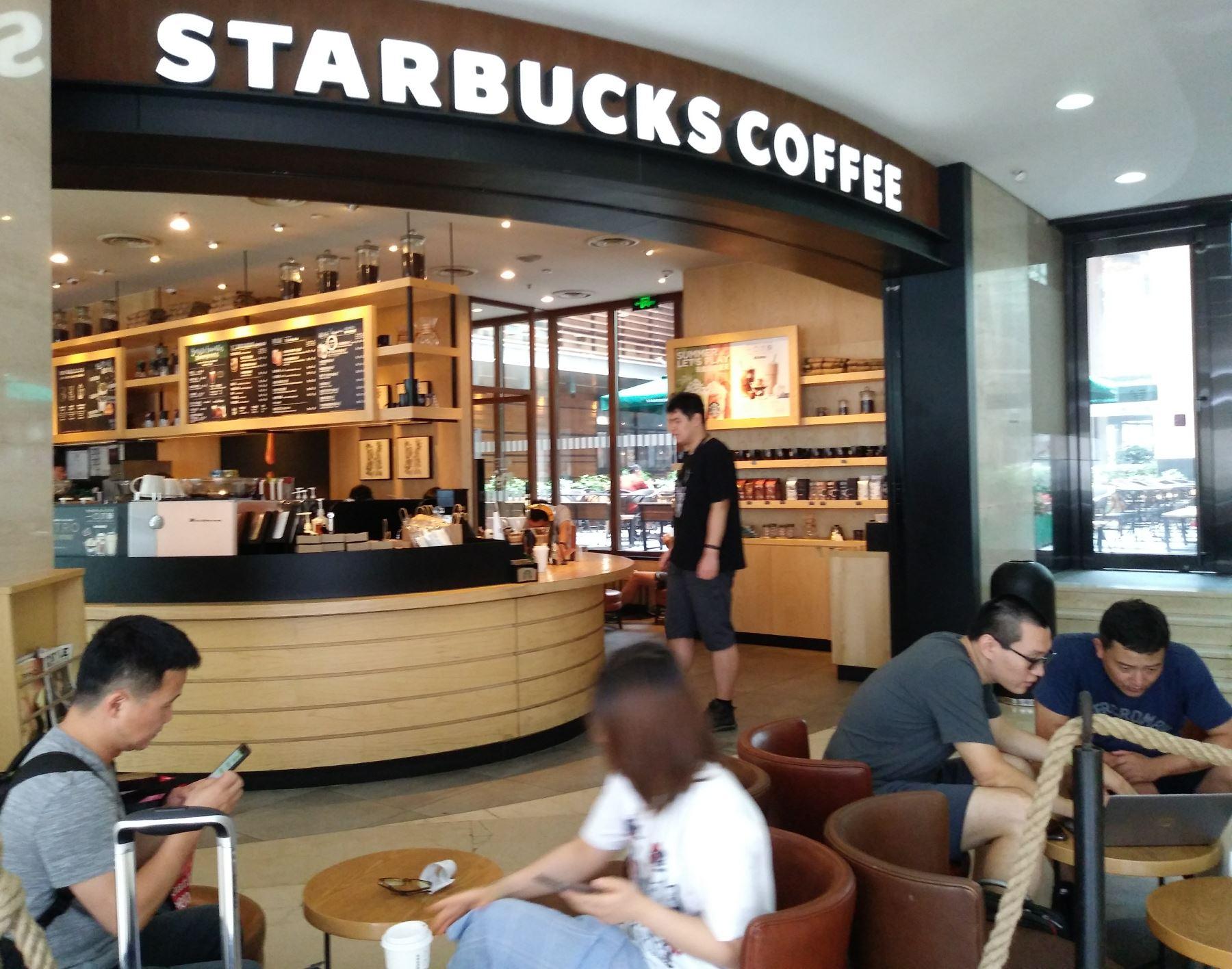 Cafetería de la cadena norteamericana Starbucks en China Foto: Sonia Millones