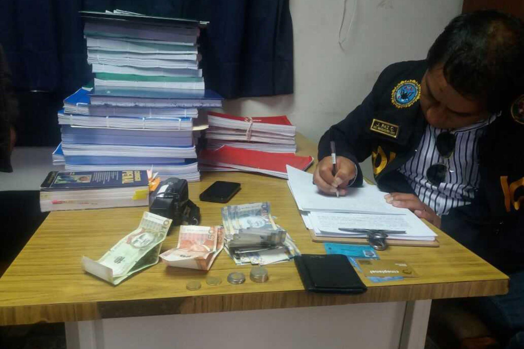 El presidente de la Junta de Fiscales Superiores del Cusco, Walter Becerra Huanaco, investiga al fiscal adjunto de Quispicanchi, Andy Galimberti Cajigas, acusado de recibir un soborno de dinero en su despacho.