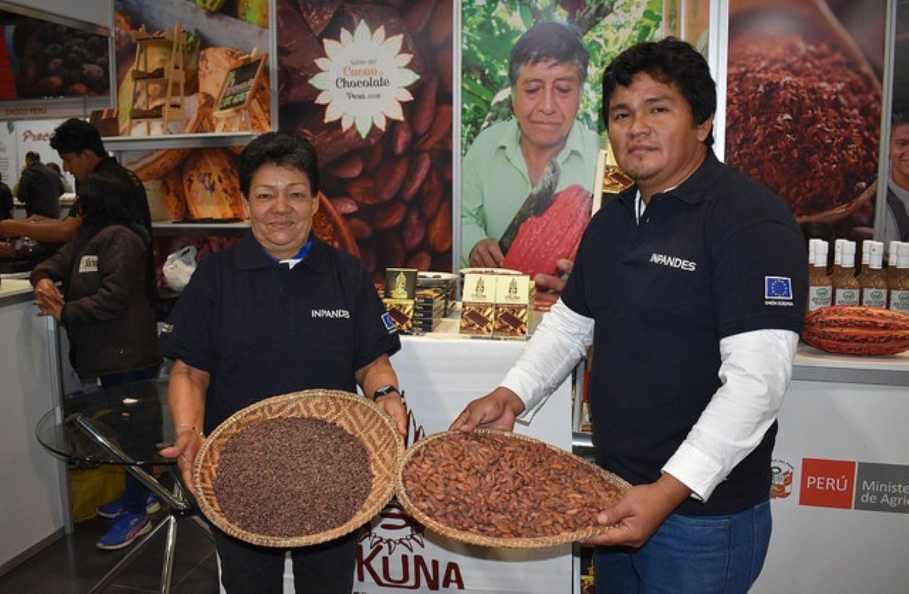 Productores de la zona fronteriza con Colombia en IX Salón del Cacao y Chocolate en Lima. Foto: Cortesía.