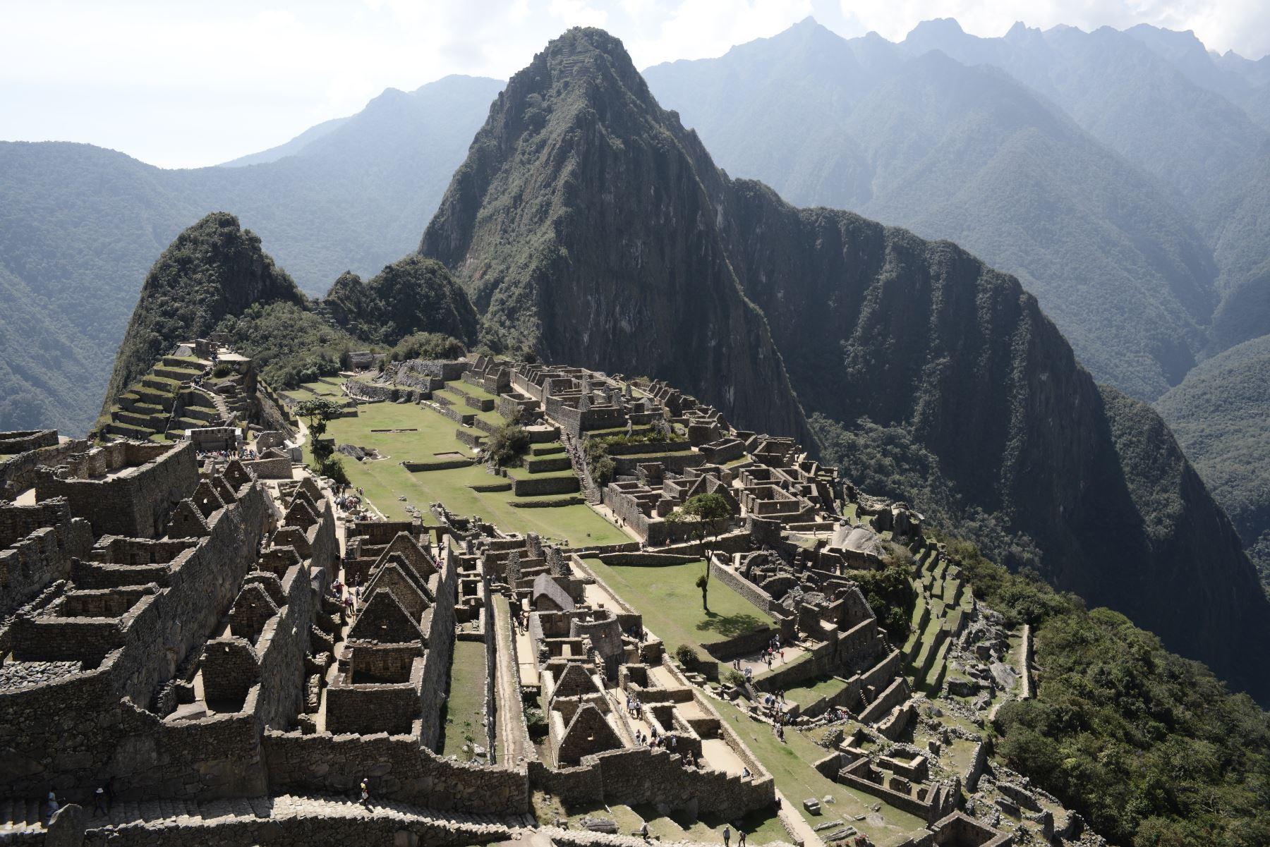 El Perú, y especialmente la región Cusco, celebran hoy el décimo tercer aniversario de la elección de la ciudadela inca de Machu Picchu como una de las siete nuevas maravillas del mundo moderno. Una conmemoración que reviste especial interés mientras se aguarda con gran expectativa el próximo reinicio de las visitas al principal atractivo turístico del país. ANDINA/Archivo