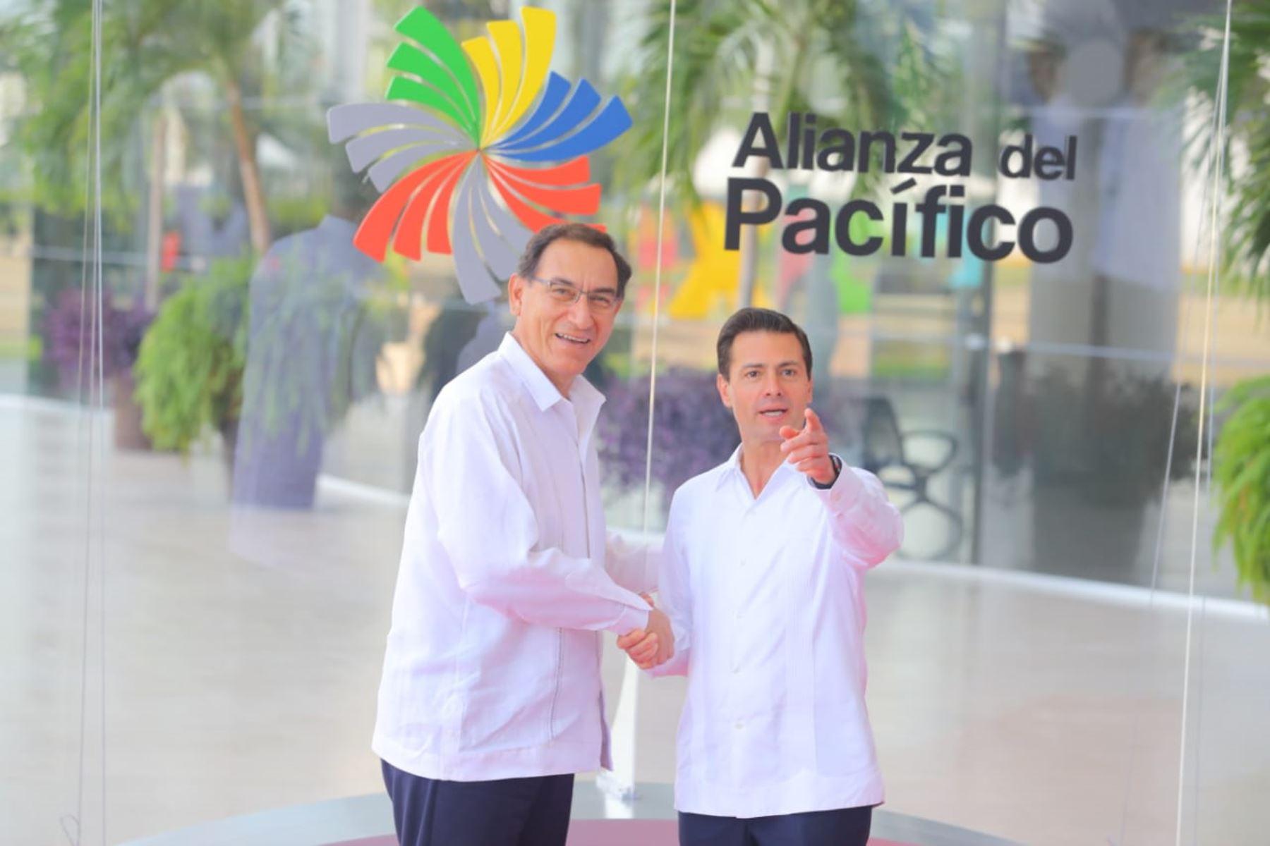 El Jefe del Estado Peruano, Martín Vizcarra, se reúne con su homólogo mexicano Enrique Peña Nieto en la cumbre de la Alianza del Pacífico. Foto: ANDINA/Prensa Presidencia