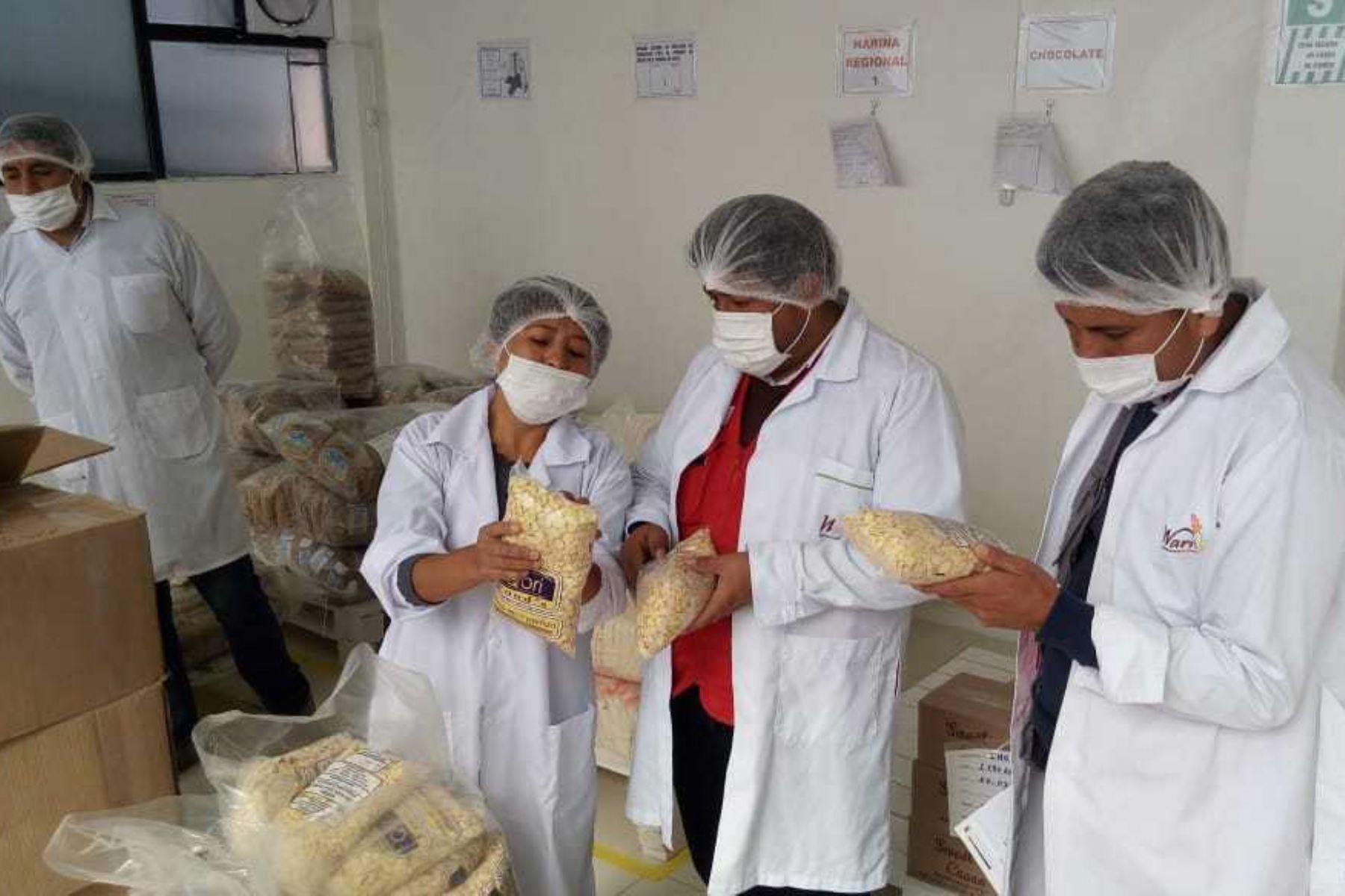 Con el propósito de realizar el seguimiento y la vigilancia en la entrega del desayuno a los escolares de todo el país, el Programa Nacional de Alimentación Escolar Qali Warma supervisó 46 entidades, de las cuales 8 son almacenes de proveedores y 38 instituciones educativas.