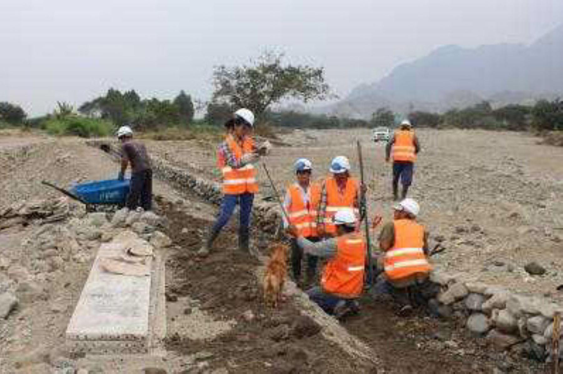 El Ministerio de Agricultura y Riego (Minagri), a través del Programa Subsectorial de Irrigaciones (PSI), ejecutará en seis regiones los primeros 25 proyectos de reconstrucción de la infraestructura hidráulica afectada por El Niño Costero, con una inversión de 71 millones 505,000 soles.