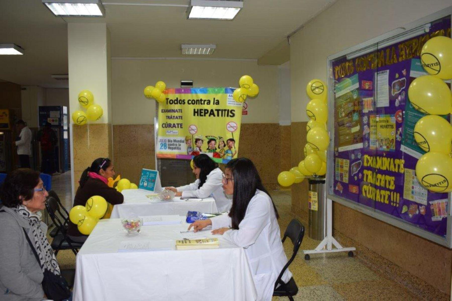 Campaña preventiva de los diversos tipos de hepatitis en Essalud. Foto: Andina/Difusión.