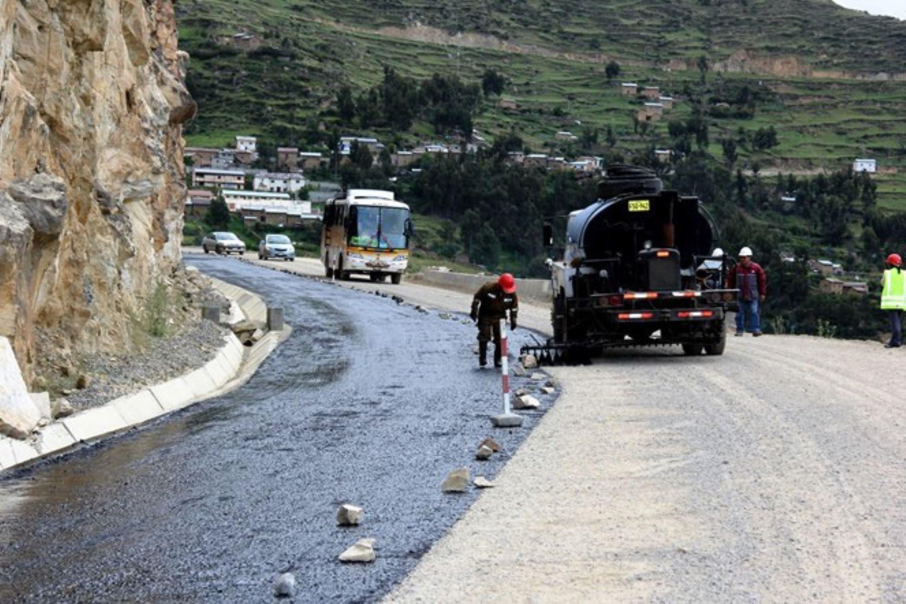 Más de 25,000 empleos se generarán en la región La Libertad con las obras de mantenimiento vial que se ejecutarán en el marco del programa Arranca Perú. ANDINA/archivo