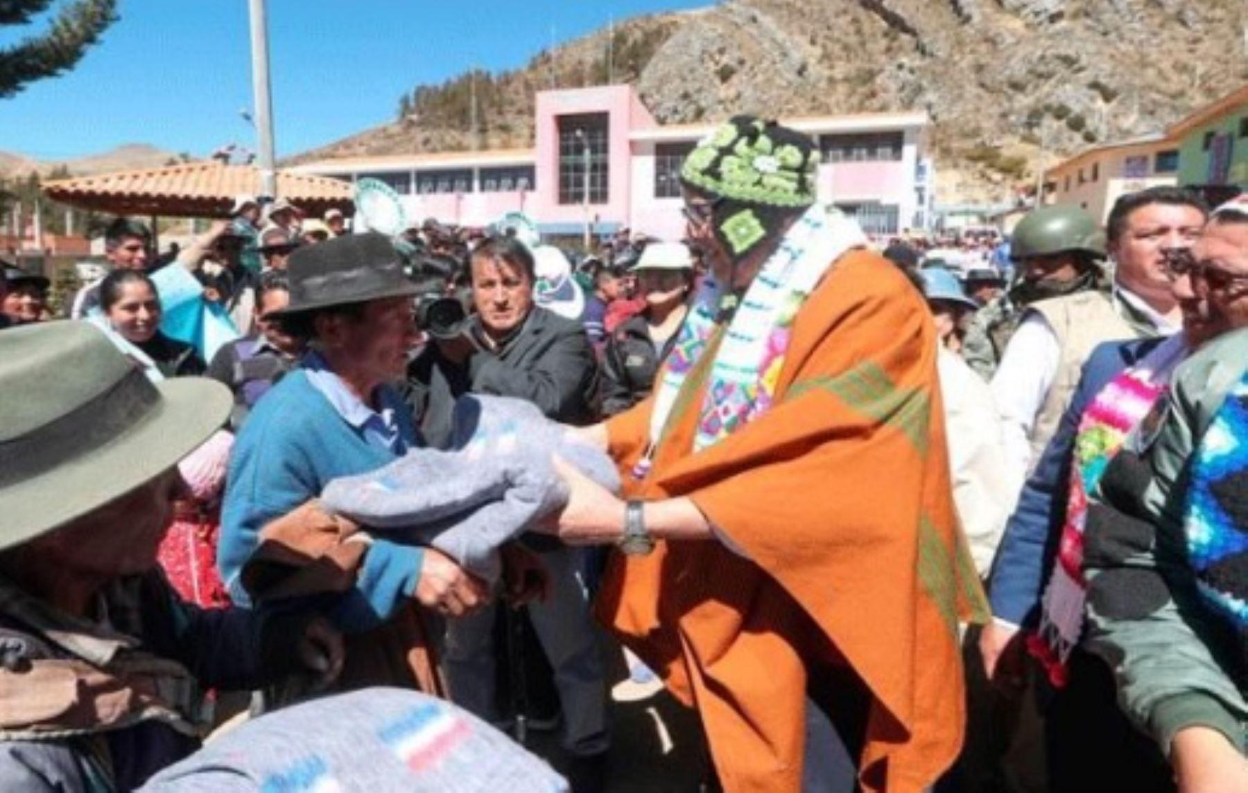 En la región Huancavelica las bajas temperaturas han dejado hasta el momento 50,212 personas afectadas y 128,316 animales- entre ovinos, vacuno, auquénidos y otros- en la  misma condición.